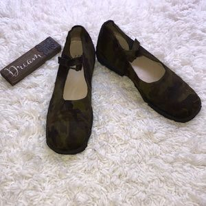 🌳🌳 Barney's Camouflage Mary Jane Shoes 🌳🌳